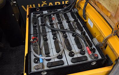 rabljen viličar ROBUSTUSEVO 420 ac (design by F.A.Porsche)